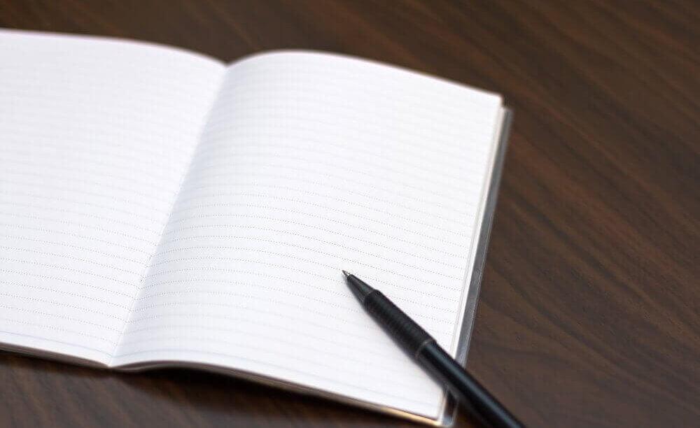 依頼内容を明確にメモしたノート