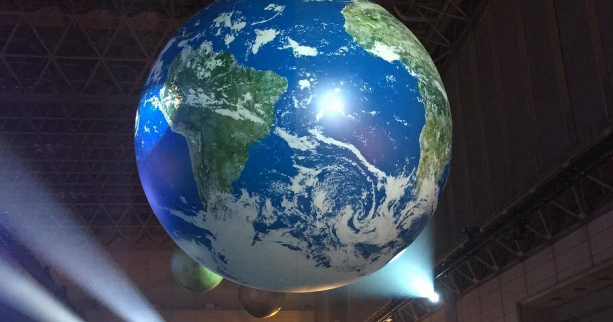 カウントダウンJAPANイベント会場内の地球儀。幕張メッセ