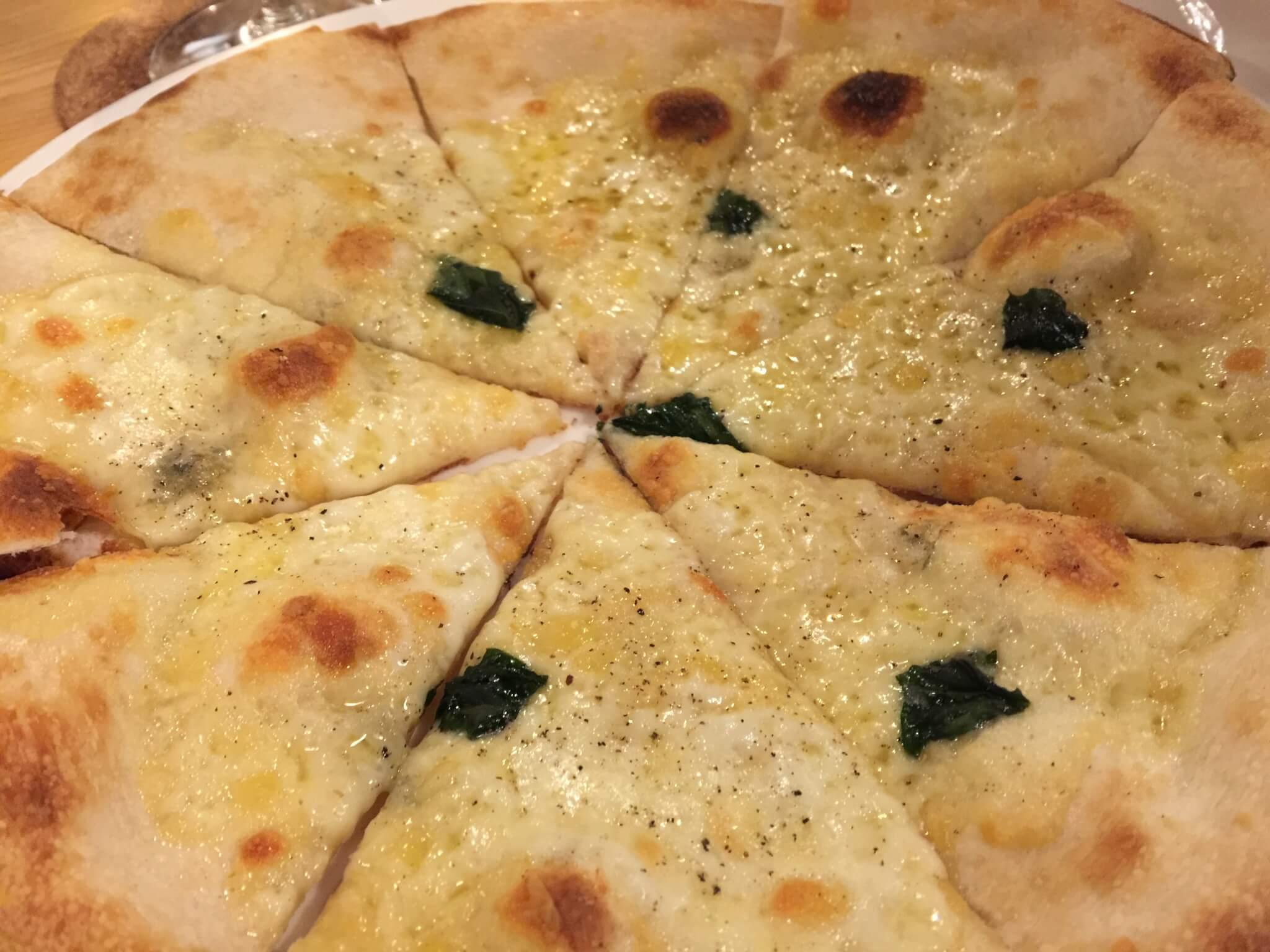 箱根テント(HAKONE TENT)さんのピザ