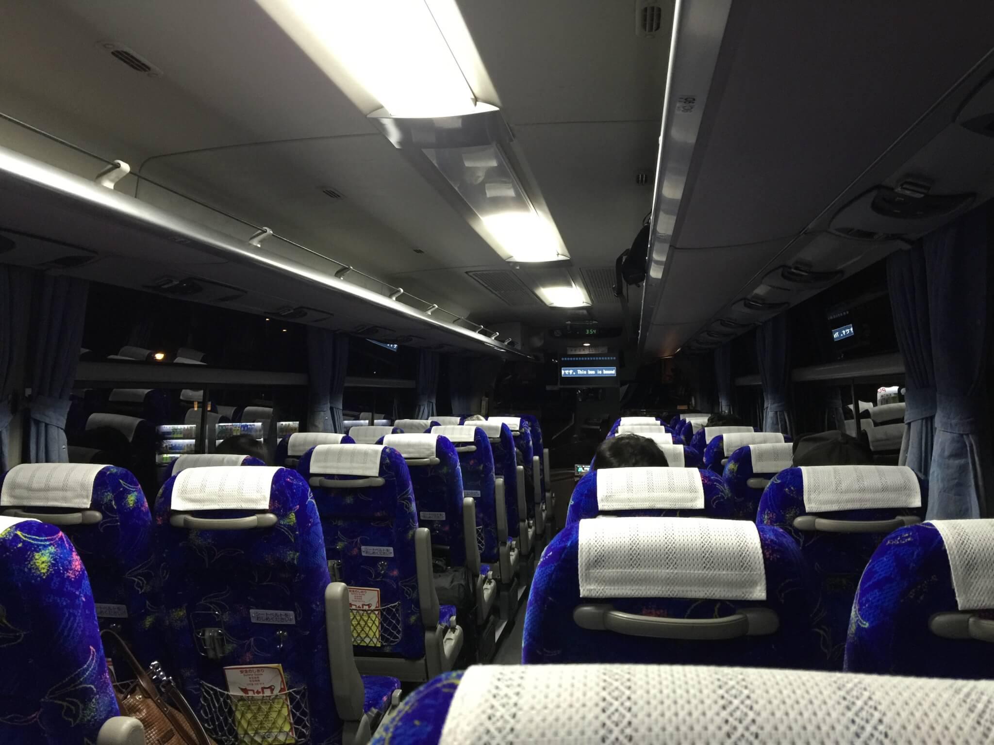 成田空港へのバスの車内