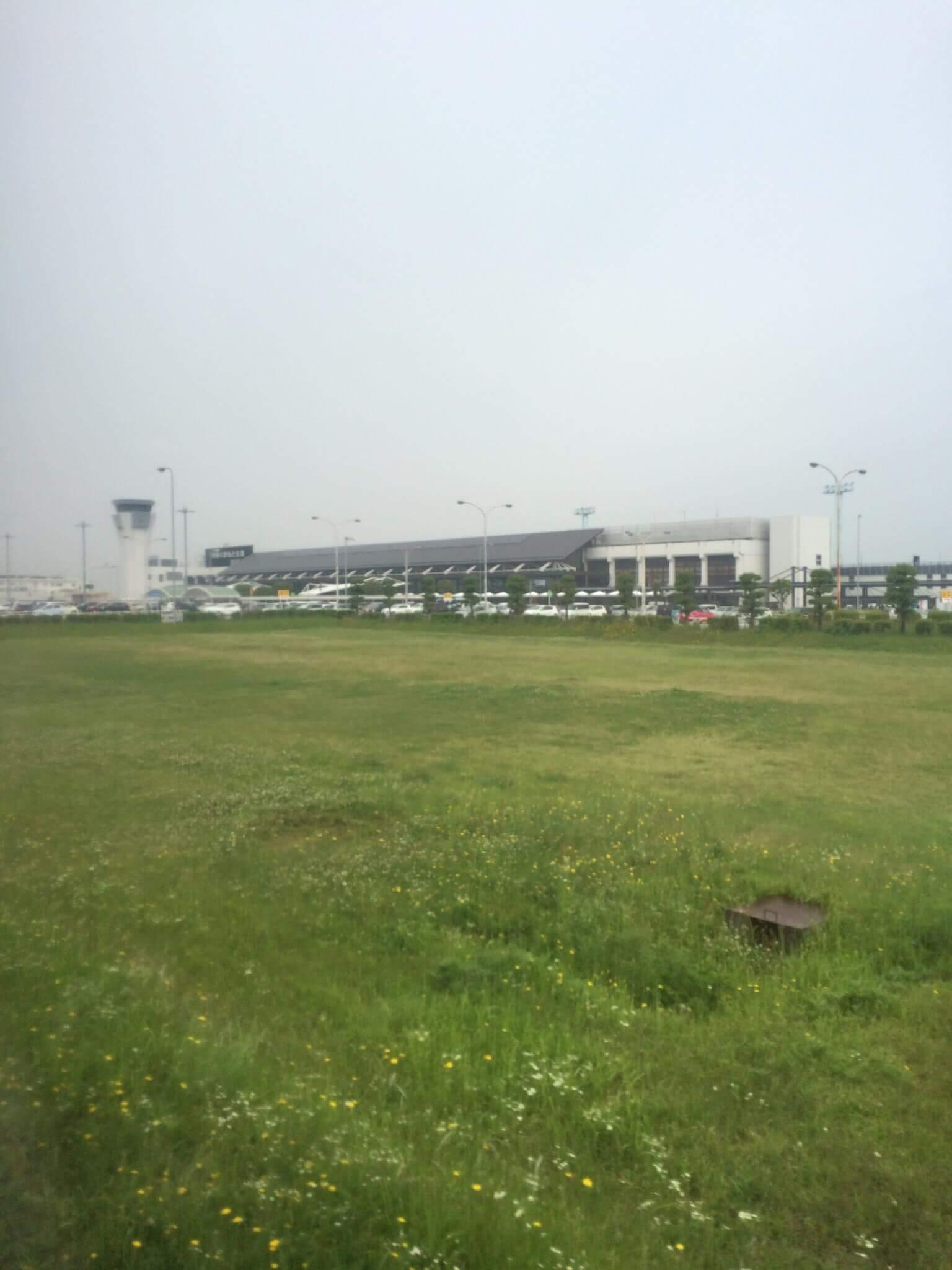 熊本空港を遠くから見た写真
