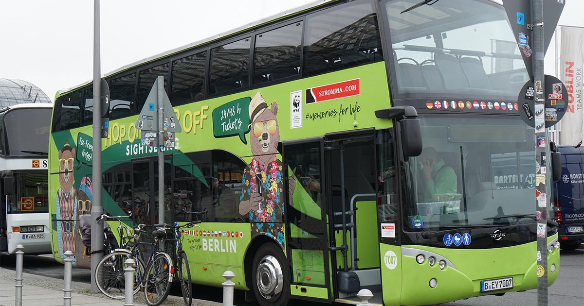 ベルリン中央駅そばの観光バス