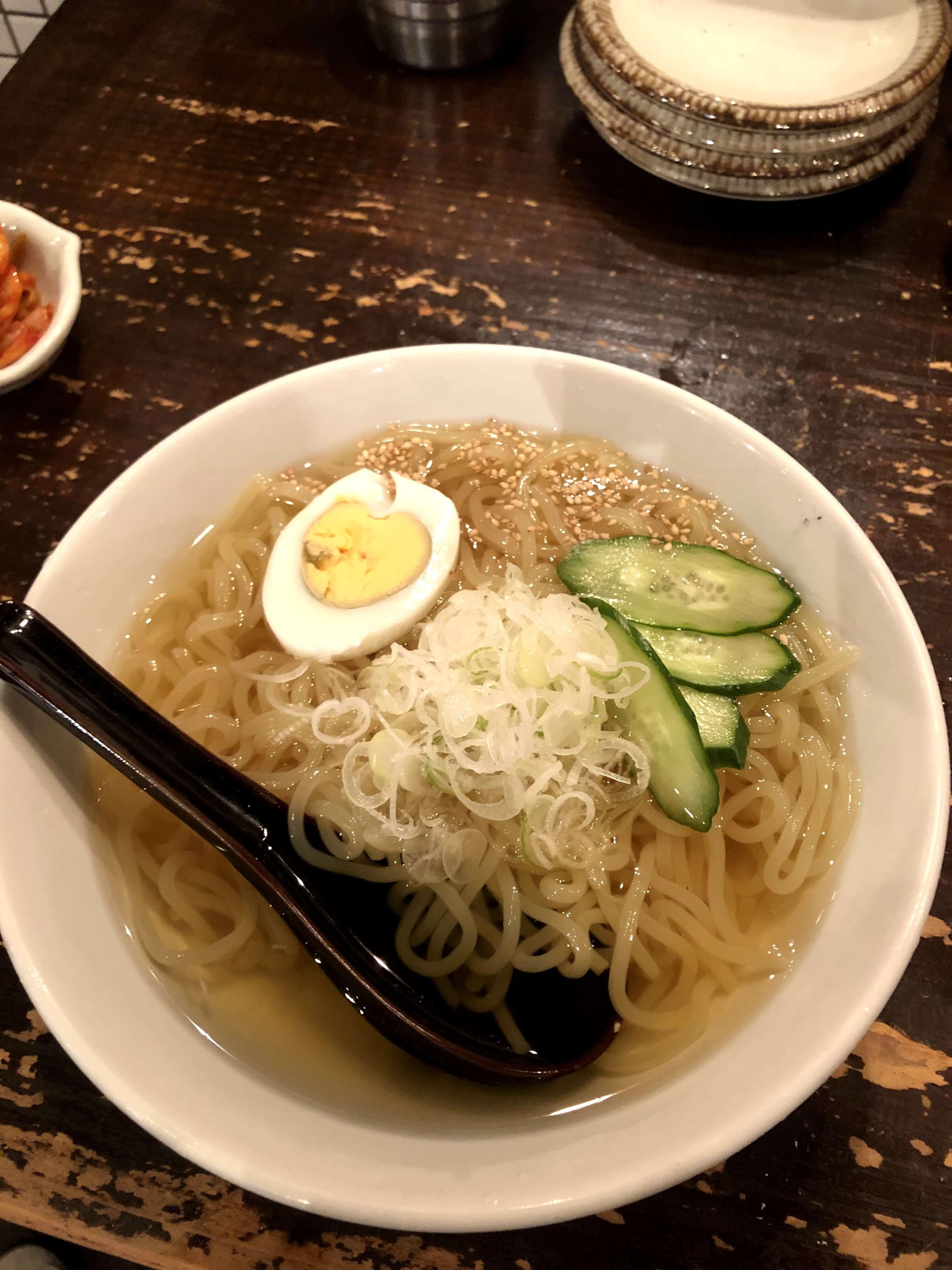 盛岡・串焼き屋「萬(YOROZU)」で食べた冷麺