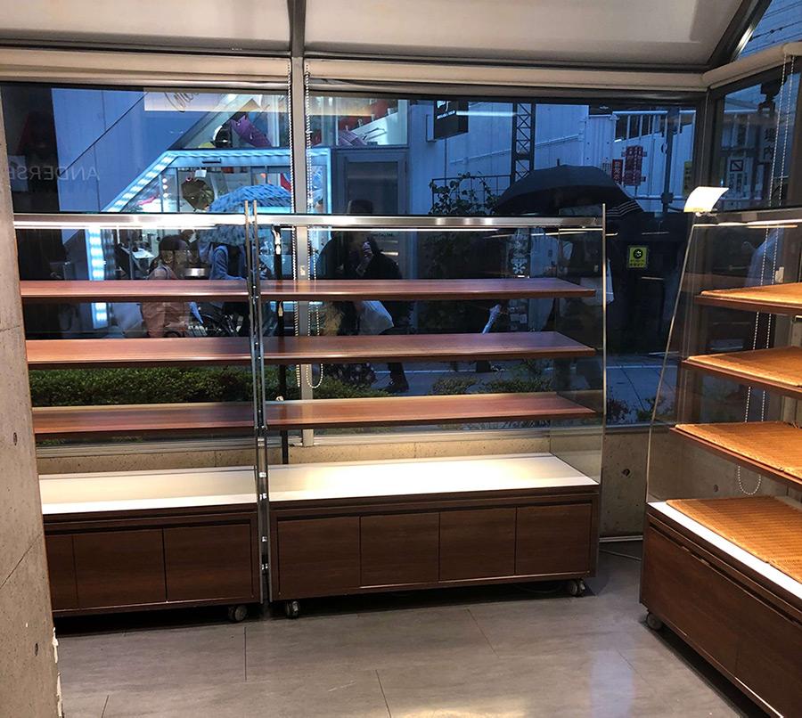 台風に備えて買い出しされた結果スーパーから食材が消えた写真