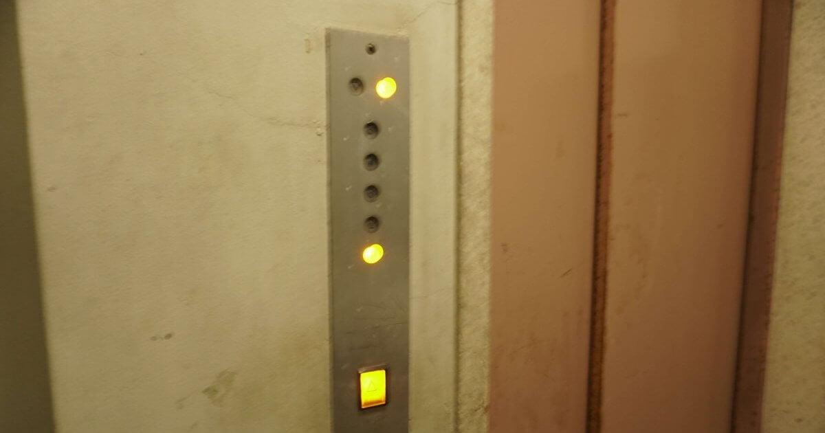 ゲストハウスRicoの宿泊場所に登るエレベーター