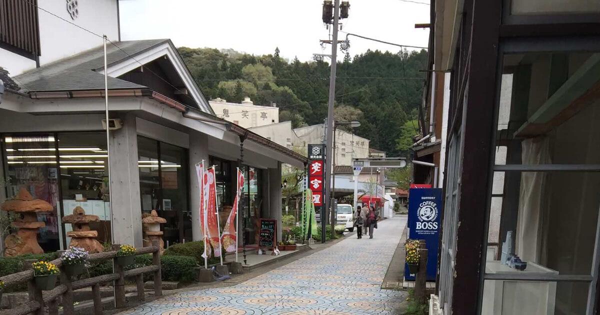 秋芳洞バス停から秋芳洞までの途中にある路面店通り
