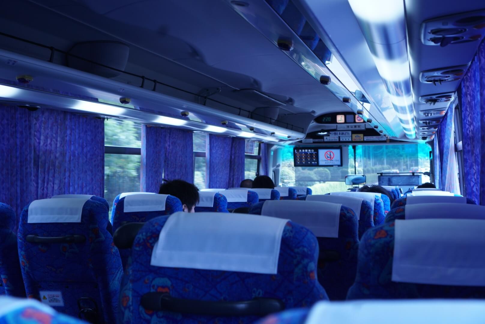 やまびこ号のバス車内