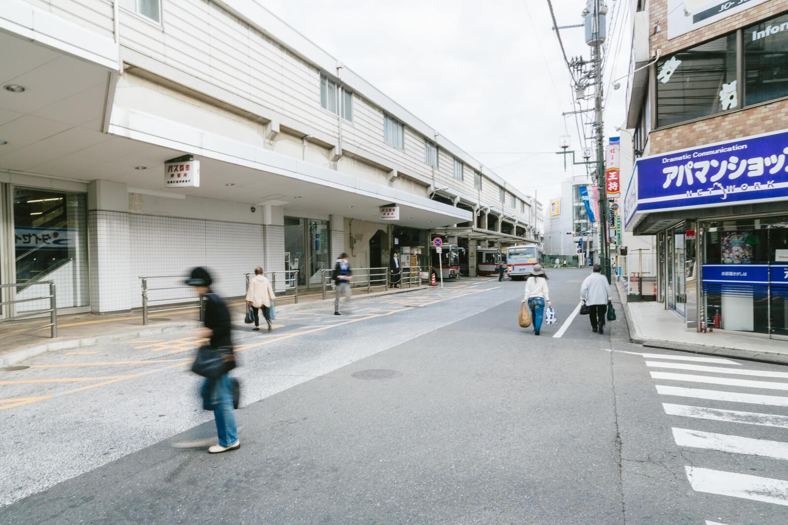 成田空港行きのバス乗り場への道のり