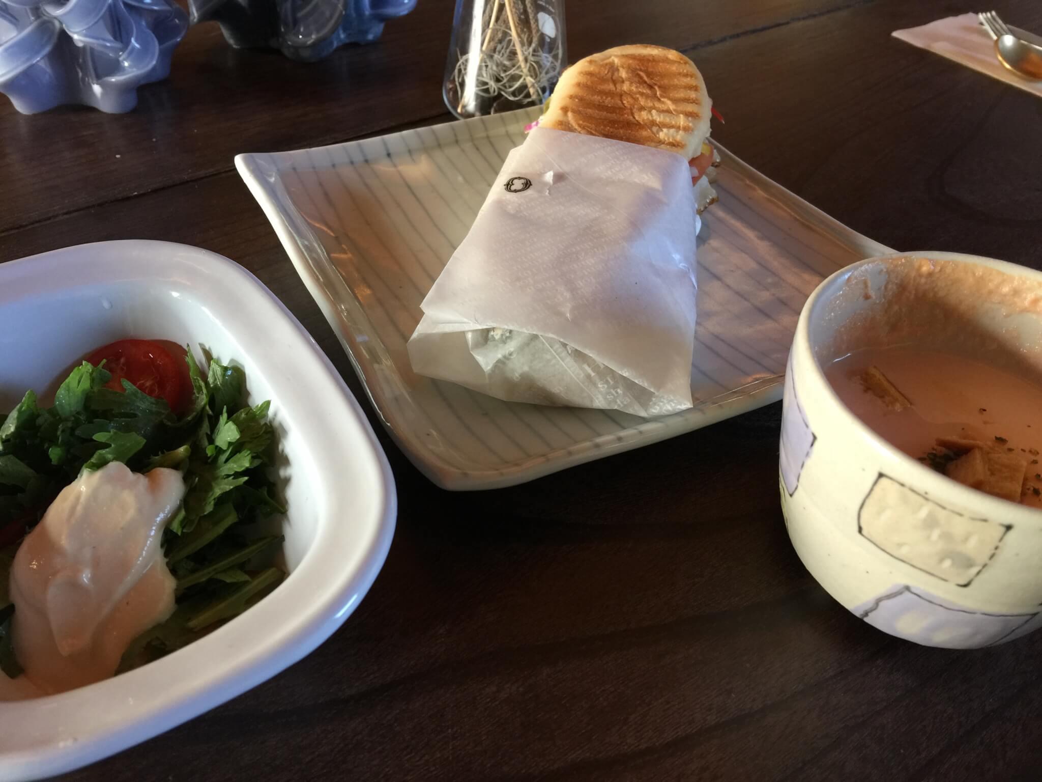 ゲストハウス・ナマケモノ(namecameono)で食べる朝食