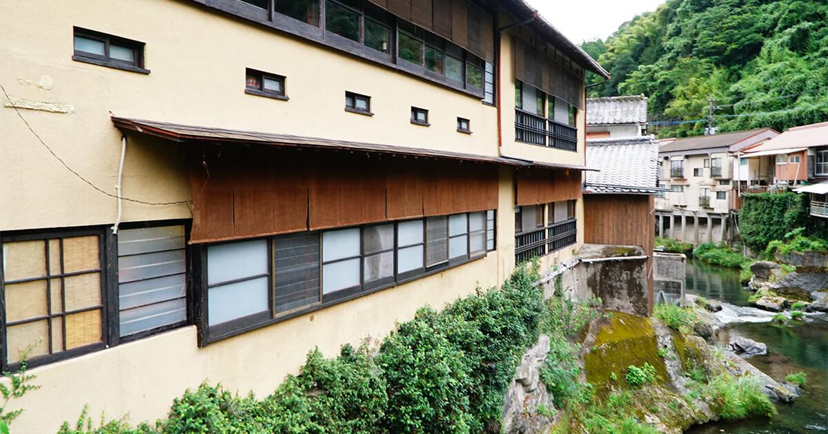 熊本県水俣市ゲストハウスtojiya入口から周りを見渡してみる
