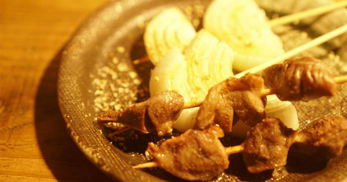 熊本県水俣市ゲストハウスtojiyaの前で食べた焼き鳥