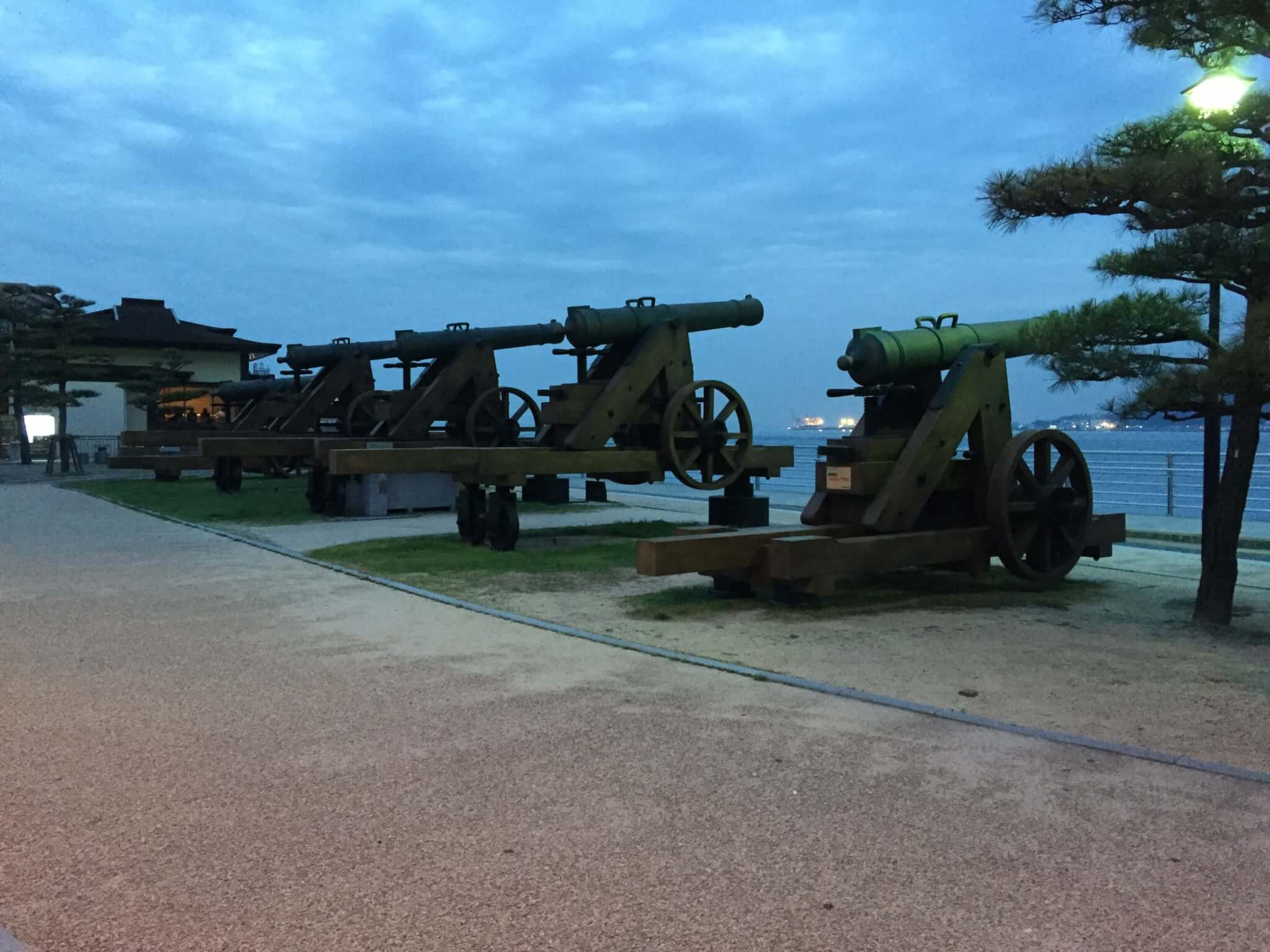みもすそがわ公園の大砲オブジェ