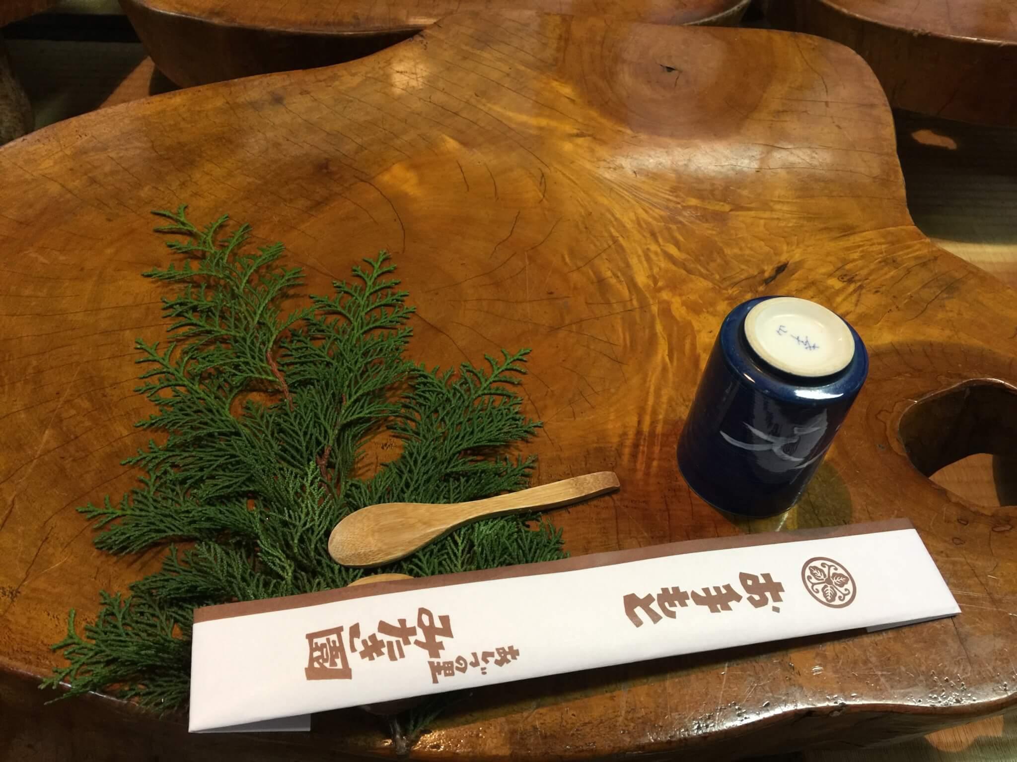 鳥取・智頭町みたき園のテーブル