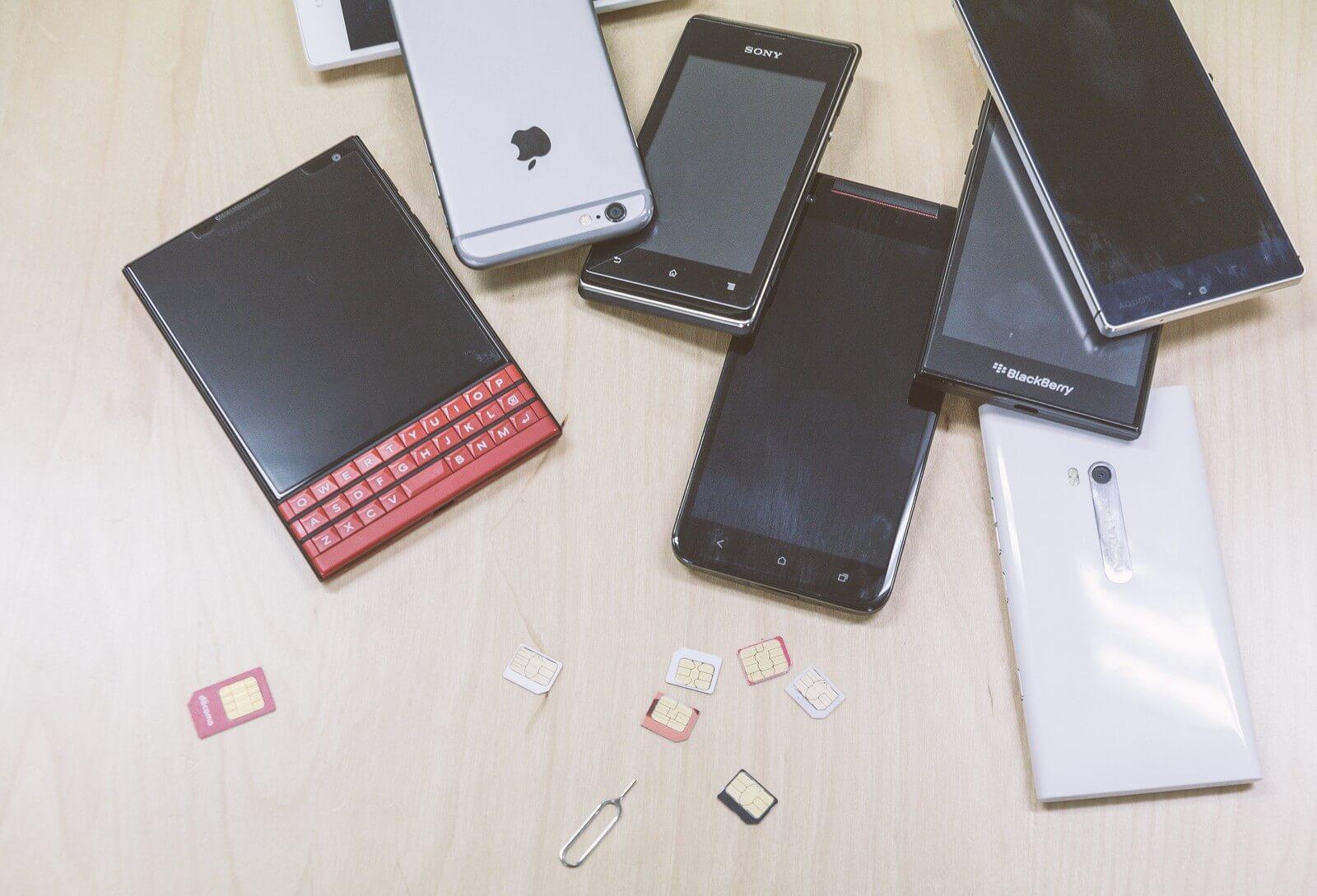たくさんのスマートフォン
