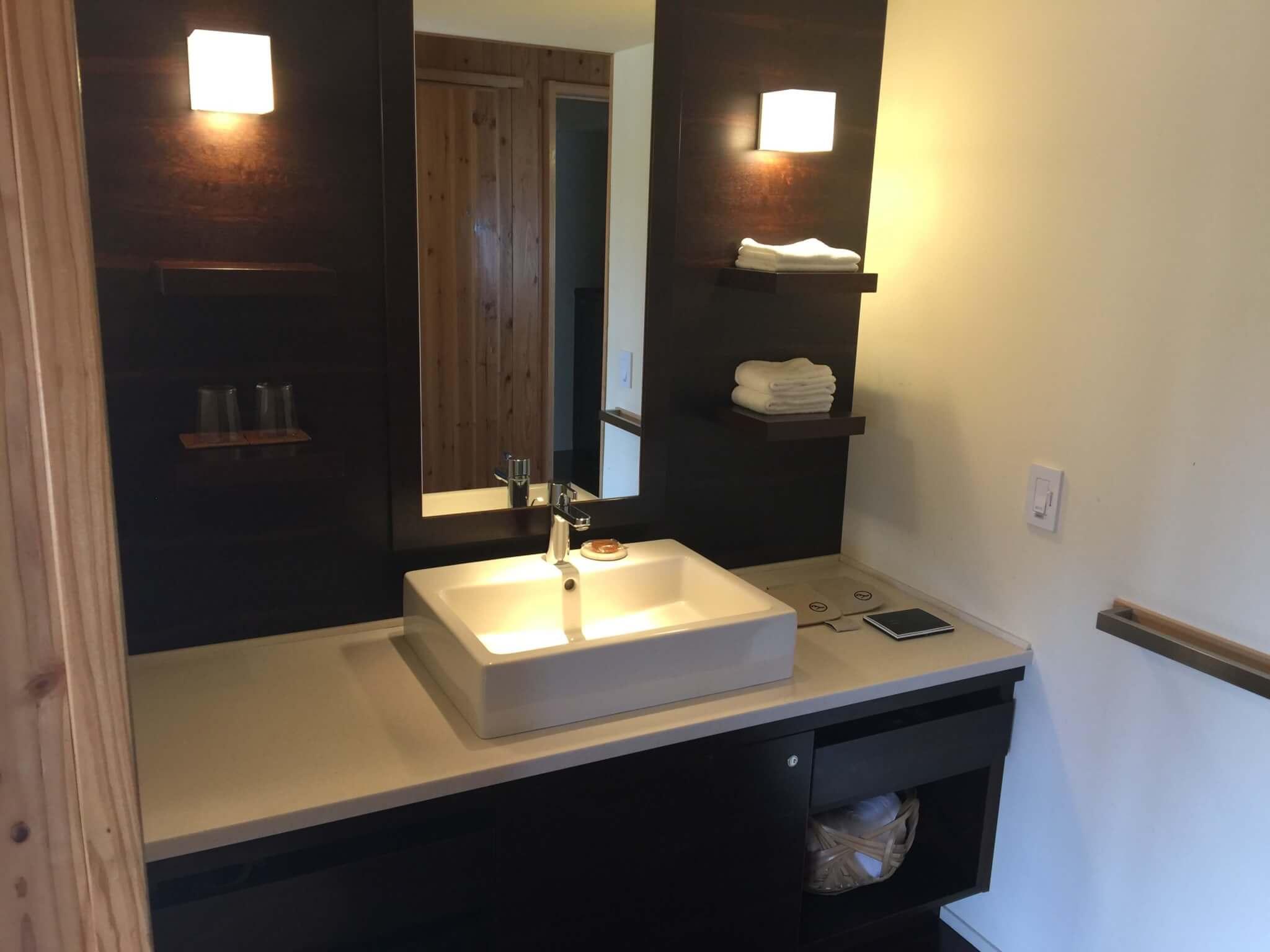 竹富島星のやで宿泊した部屋の洗面台
