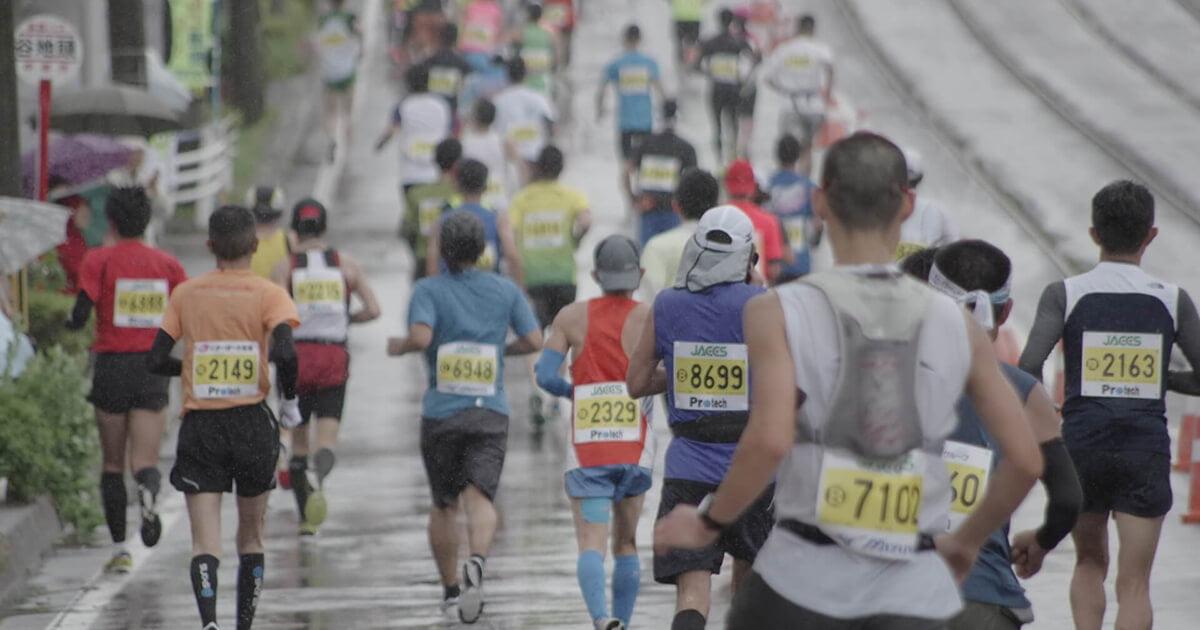 東京マラソンを走るランナーたち