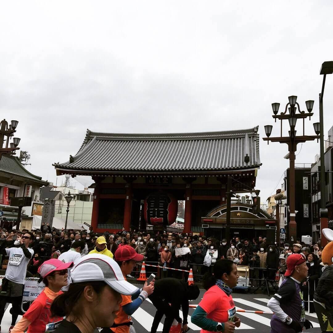 東京マラソン15km地点浅草雷門
