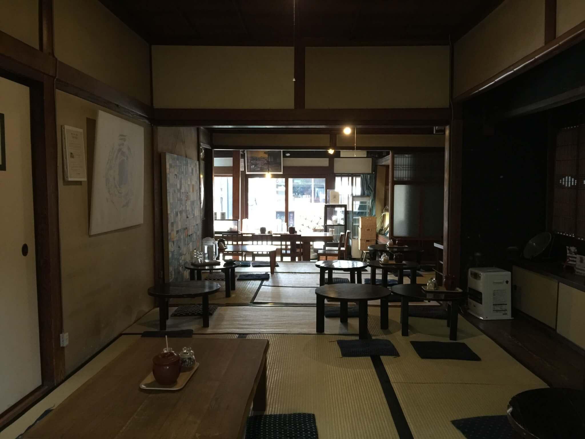 有鄰庵さんのカフェの座敷スペース